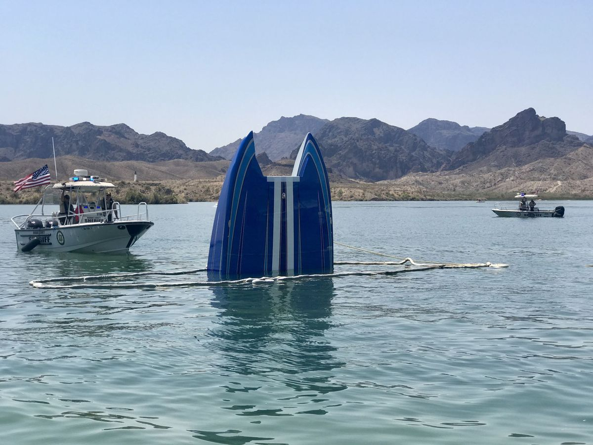 image of sinking powerboat
